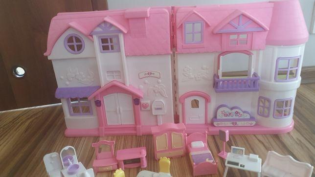 Domek z meblami i 2 lalkami