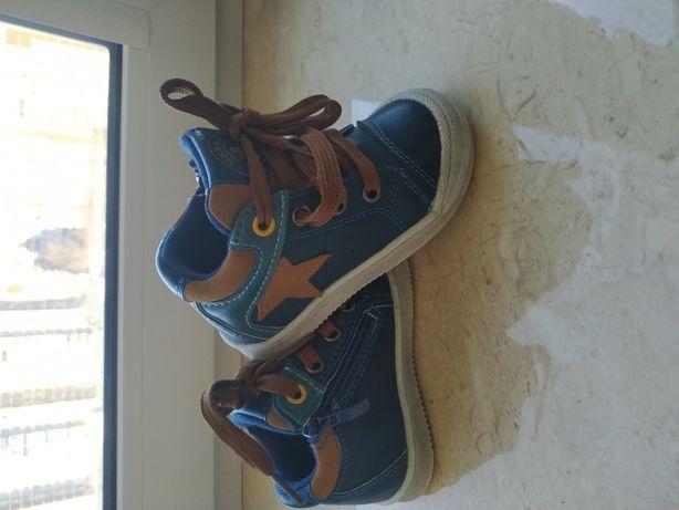 Ботинки, кроссовки детские в идеальном состоянии!!!