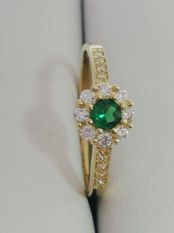 WŁOSKI atrakcyjny złoty pierścionek szmaragd owy. NOWY