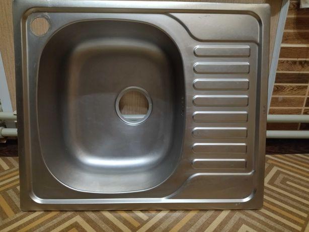 Мойка на кухню Врезная  580 на 480 Б/У
