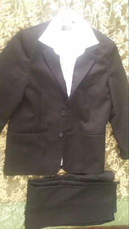 Цену снижено!!!Школьный костюм.(пиджак, брюки, рубашка.)