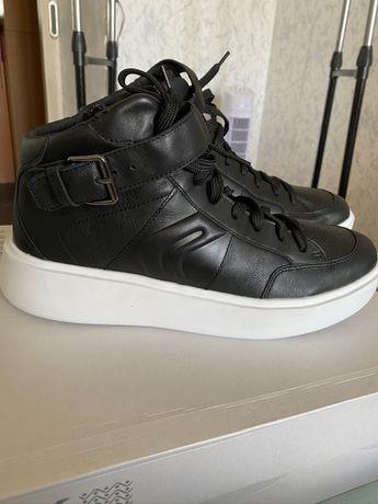 Продам ботинки фирма GEOX