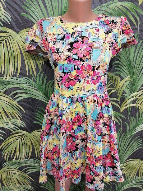 Очаровательное платье в цветочный принт