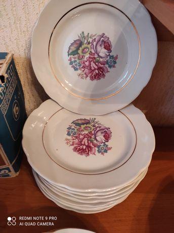 Продам фаянсовые тарелки 12 шт.