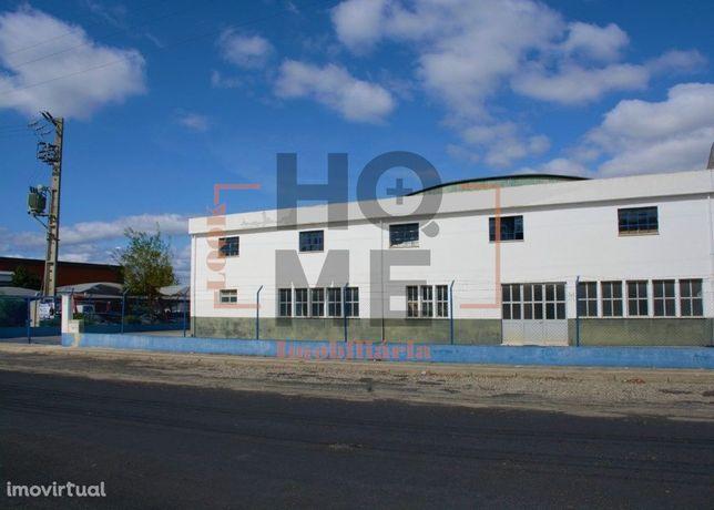 Armazém em Lote com 1588 m2 - Zona Industrial de Almeirim