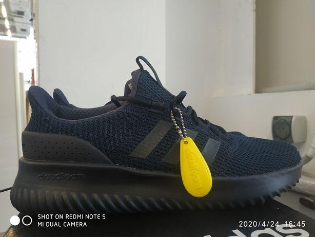 Продам новые кроссовки фирмы Adidas