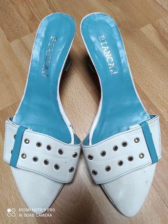 Sandálias azul turquesa