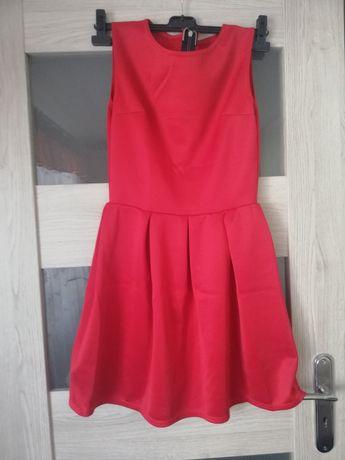 Sukienka czerwona rozkloszowana