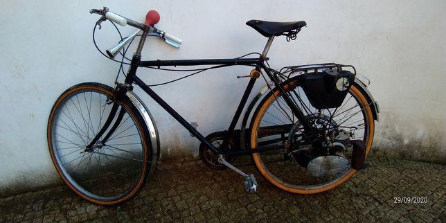 Bicicleta com motor auxiliar
