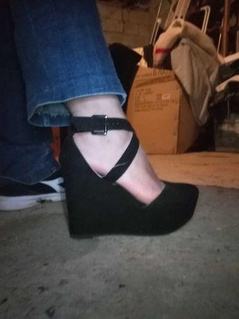 Sapatos pretos lindíssimos