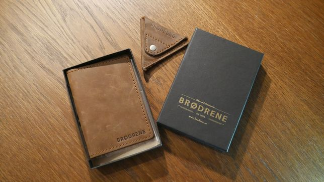 Brązowy portfel i bilonówka firmy Brødrene