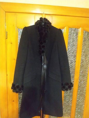 Пальто зимове,кашемір.