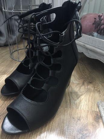 Sandalki na koturnie nowe