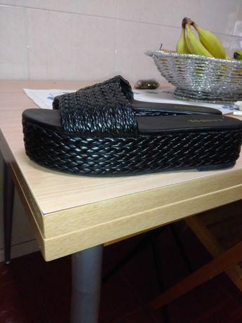 Vendo estas socas pretas da Lanidor  e estas sandálias castanhas 37