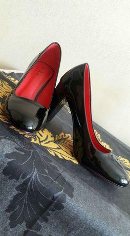 Черные лаковые классические туфли , чорні класичні туфлі