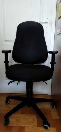 Regulowane krzesło biurowe