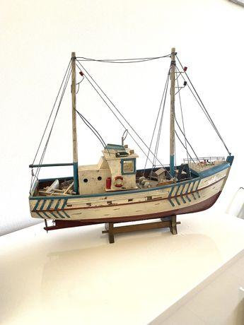 Barco decorativo em madeira