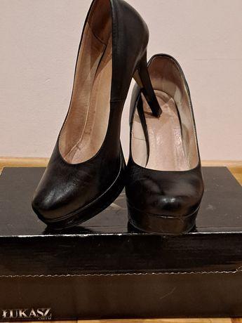 Pantofle skórzane na platformie