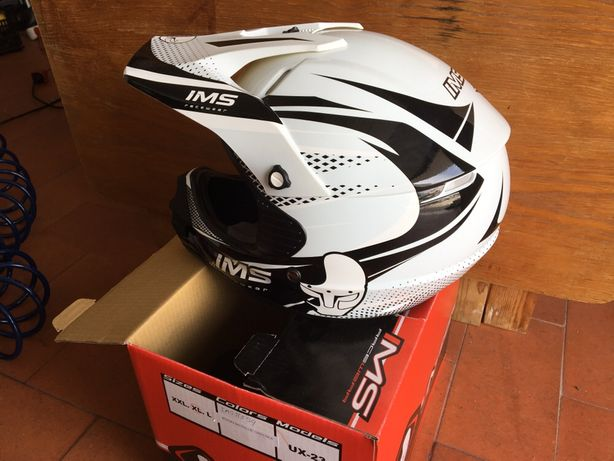 Vendo capacete e botas novos