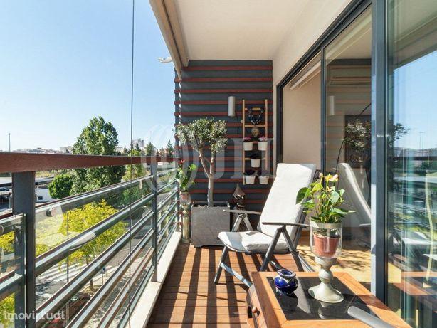 Apartamento T4 com varanda no Edificio Benfica Plazza, Li...