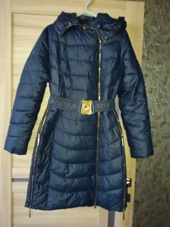 Пальто -пуховик женский , размер 48-50 в идеальном состоянии.