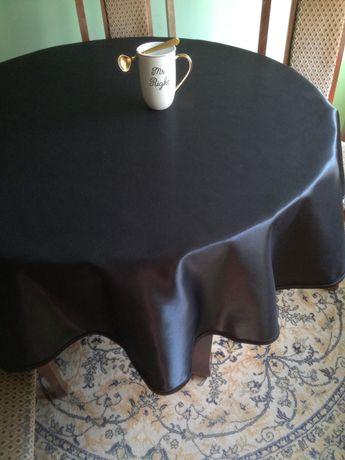 Okrągły obrus satynowy czarny