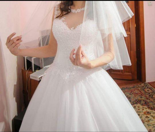 Весільна сукня,плаття
