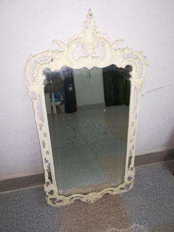 Espelho com moldura em ferro