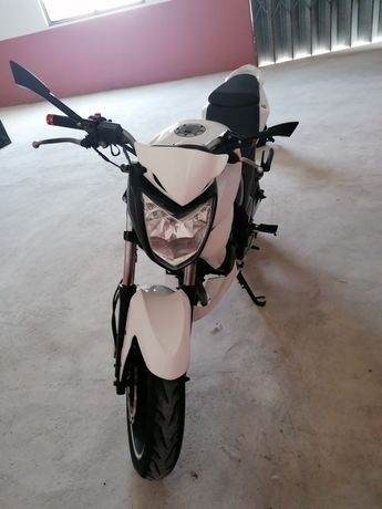 Motociclo Sym wolf 125