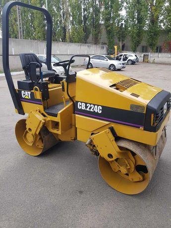 Дорожний  каток CAT CB224C