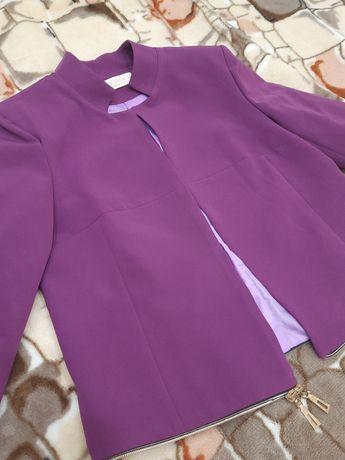 Пиджак, его можно носить цкороченым и как длинный кардиган. НОВОЕ.