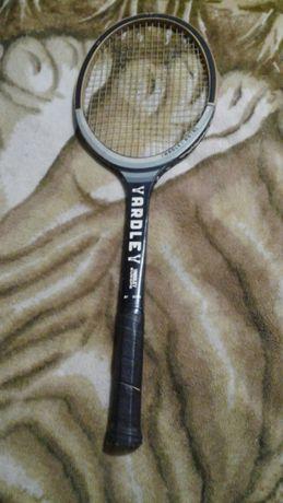 Тенісна ракетка