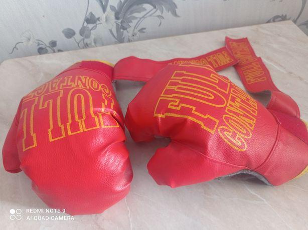 Детская боксёрская груша и перчатки