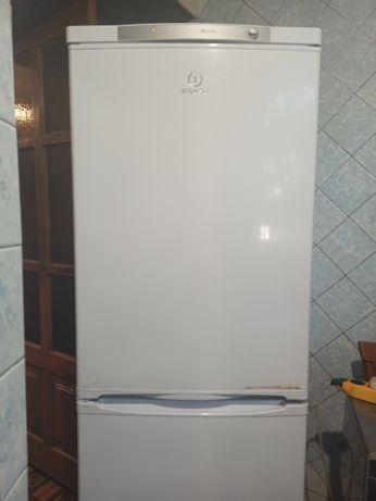 Продам холодильник Индезит в идеальном состоянии!Торг!