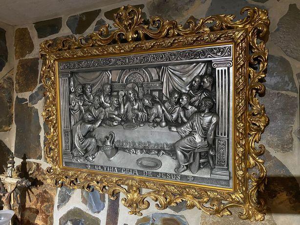 Última ceia de Jesus em estanho com moldura em talha dourada séc XIX