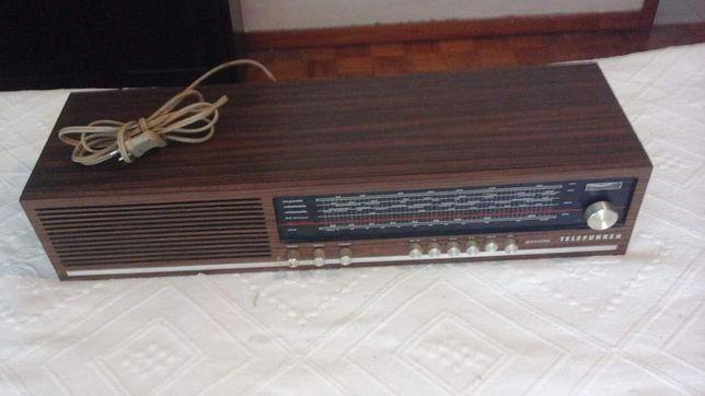 Rádio antigo sem antena