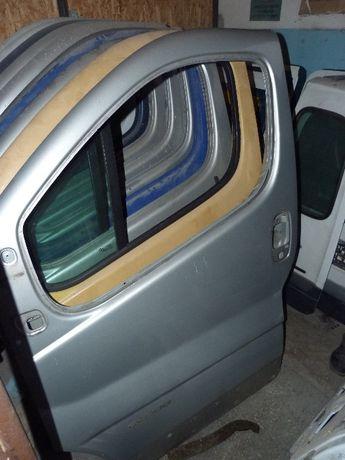 Двери кузов капот крыло бампер решетка стекло Трафик Виваро Примастар