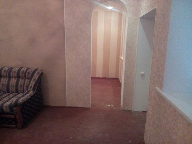 продам 2-кимнатну квартиру сквира центр.