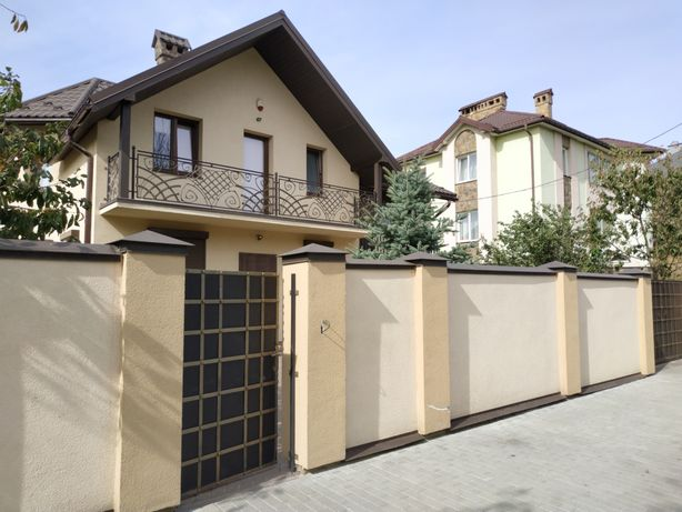 Продаж будинку з ремонтом на вул. Пасічна