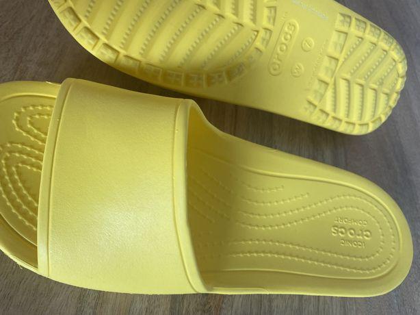 Chinelas Crocs tamanho 37-38