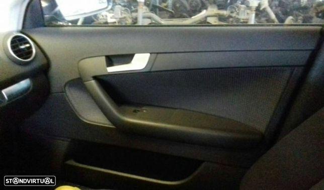 Quartela / Forra Porta Frente Direito Audi A3 Sportback (8Pa)