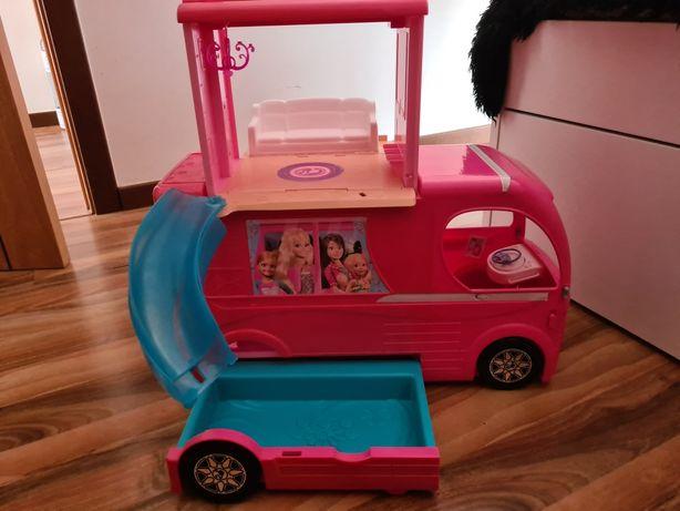 Autocaravana e mota da barbie
