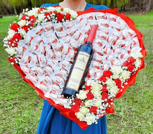 Букет з рафаелло букет серце дівчині подарунок мамі із цукерок сладкий
