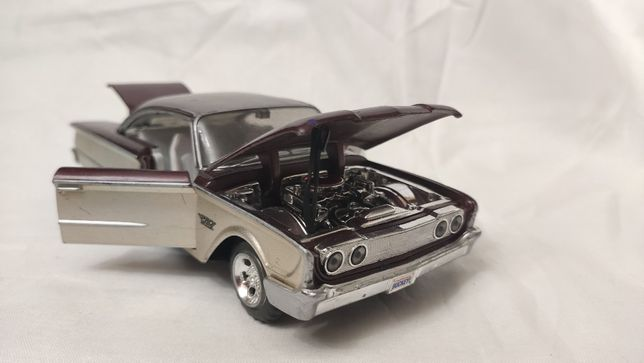 Модель Ford Starliner 1960 1.24 Maisto
