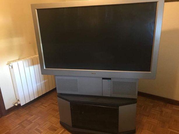 TV SONY 1,40 m de ecrã e móvel incluído
