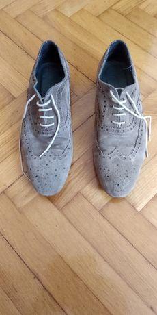 Sprzedam buty zamszowe włoskie rozm 42