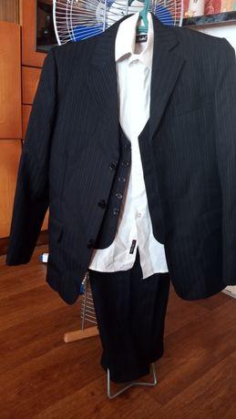 Школьный костюм на мальчика тройка 12-13 лет.600 рую