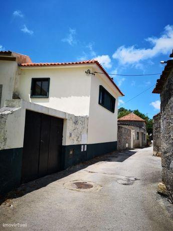 Moradia de R/C e 1º andar com 2 Quartos - Escariz - Arouca