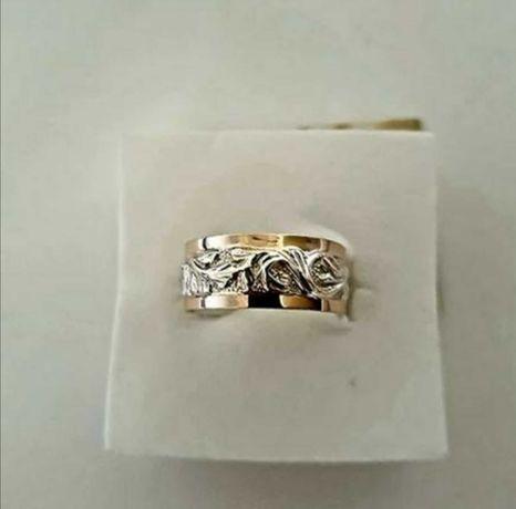 Продам каблучку срібло + золото