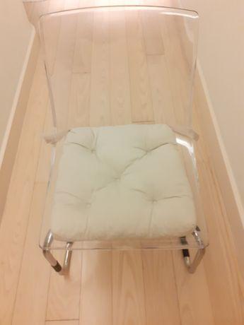Cadeira IKEA acrílico! Como nova!! Com coxim!